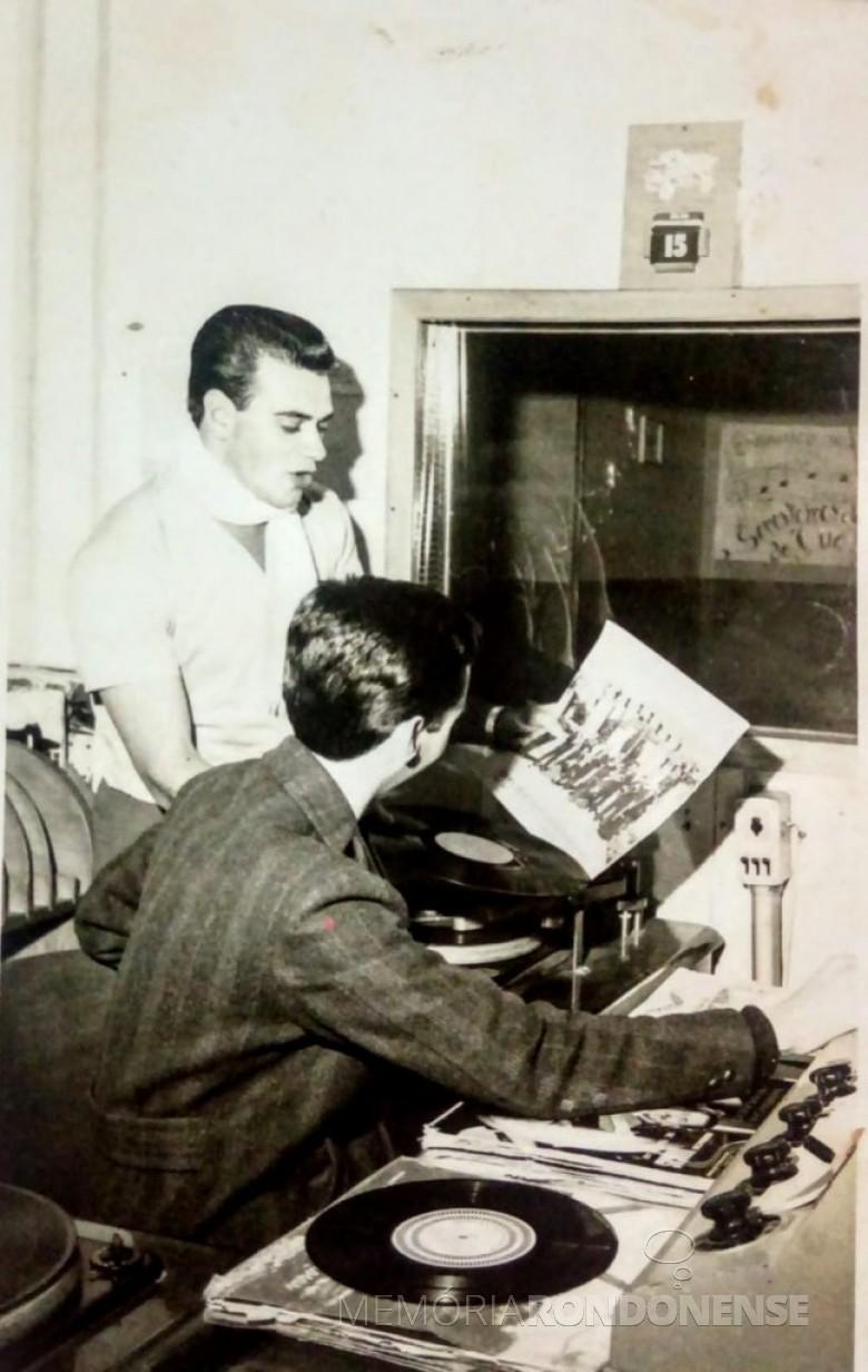 Nas dependências da Rádio Difusora Rondon AM.