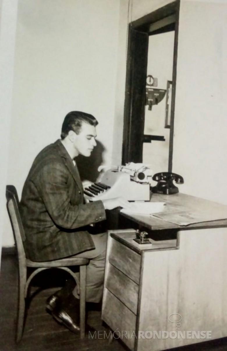 Redator de noticiário na Rádio Difusora Rondon AM.