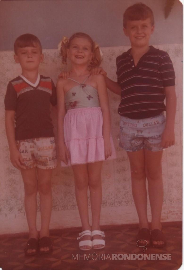 Filhos Renato (e), Claci e Darci do casal pioneiro Maria (nascida Becker) e Adolfo Oscar Kunzler.
