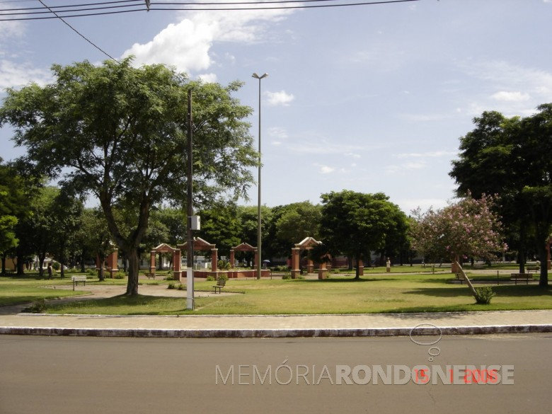 Praça Dealmo Selmiro Poersch na cidade de Marechal Cândido Rondon (PR), em 2006.