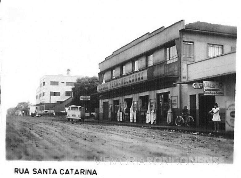 Lojas Pernambucanas, à Rua Santa Catarina, entre a Avenida Maripá e a Rua Tiradentes, em 1980
