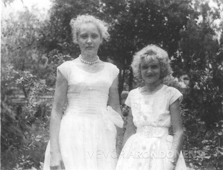 As irmãs Clair e Lenir Winter, filhas do casal Elli Maria e Waldi Winter,  em  1962.