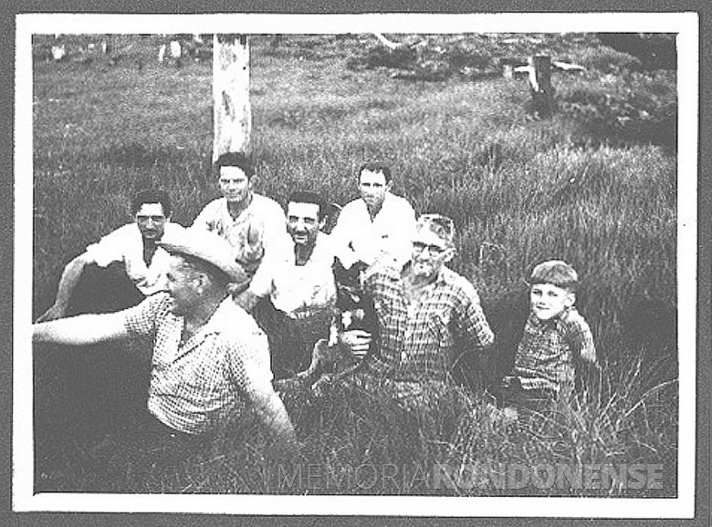 José Feiden (chapéu), Paulo Nacke (de óculos e Dr. Hippi ( menino), em  1955.