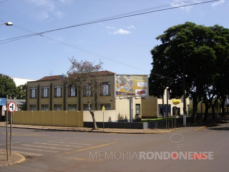 Fachada do Colégio Evangélico Martin Luther , vista a partir da esquina da Avenida Maripá e Rua Sergipe, em 2006.