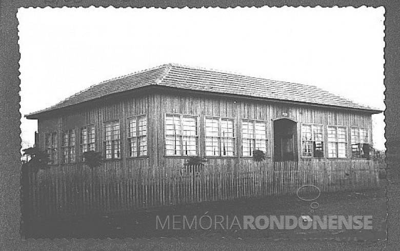 1º Grupo Escolar da então vila de  General Rondon. Era diretor do educandário o professor Valdomiro Liessem.