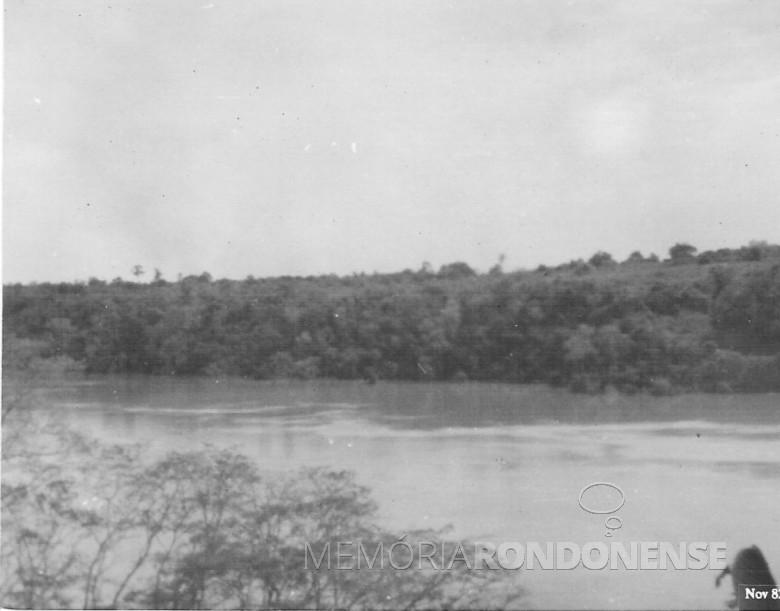 Subida das águas do Rio Paraná. Porto Mendes. 1982