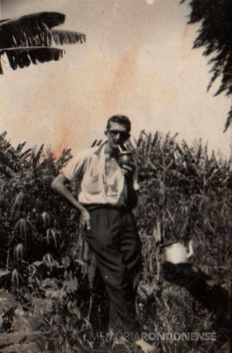 Outra imagem do pioneiro Alfredo Bausewein no começo de Marechal Cândido Rondon.