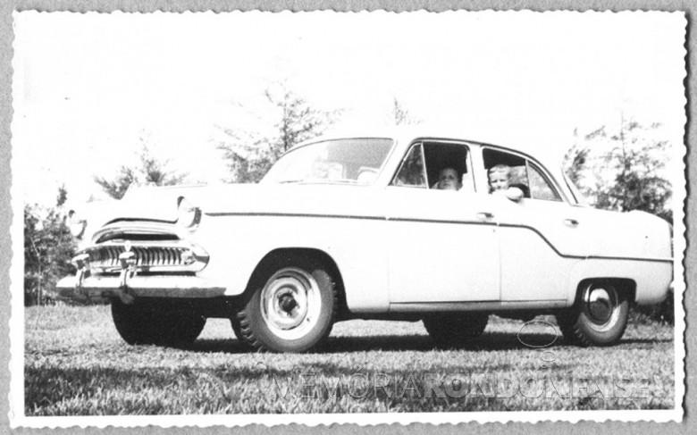 Pedro (Pedrinho) Seyboth no carro Aero-Willys, de propriedade da família, em 1963.
