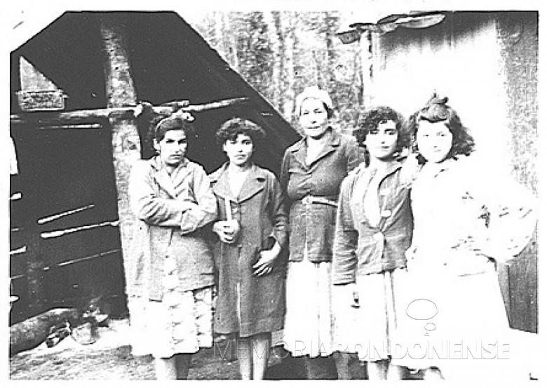 Nativas em Porto Mendes, em 1953.