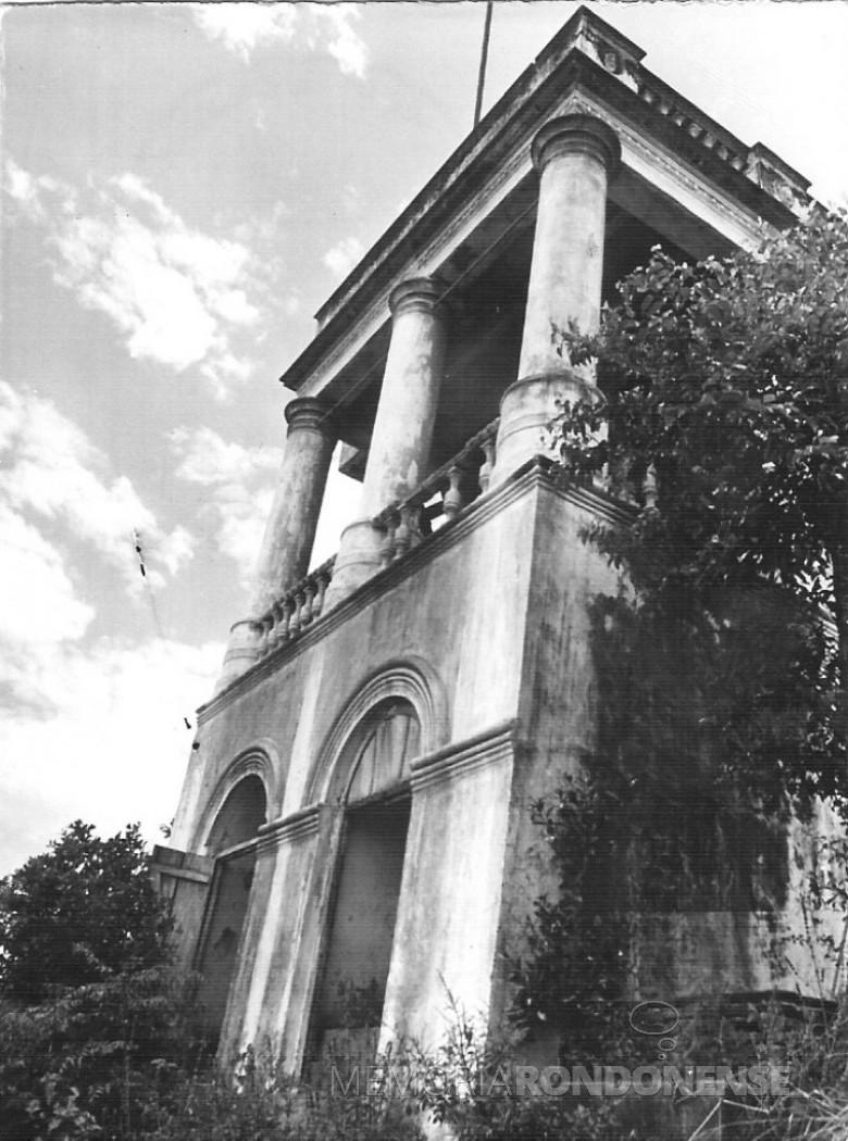 Fachada da antiga sede administrativa da Cia. Matte Larangeira, no extinto Porto Mendes (antigo), em 1982.