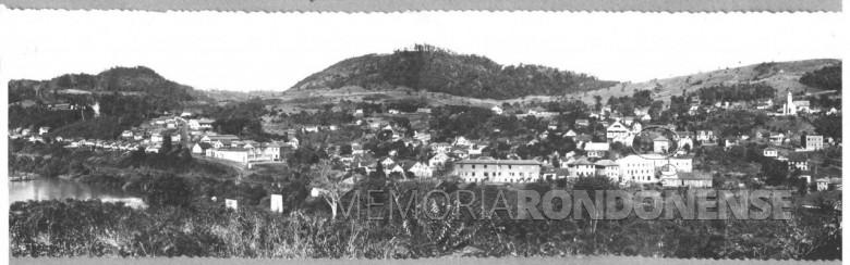 A cidade de Piratuba vista desde a cidade de Ipira, em 1951.