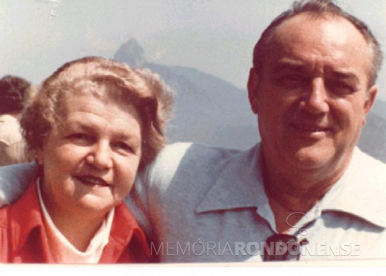 D. Ingrun e Dr. Seyboth na cidade do  Rio de Janeiro, em 1980.