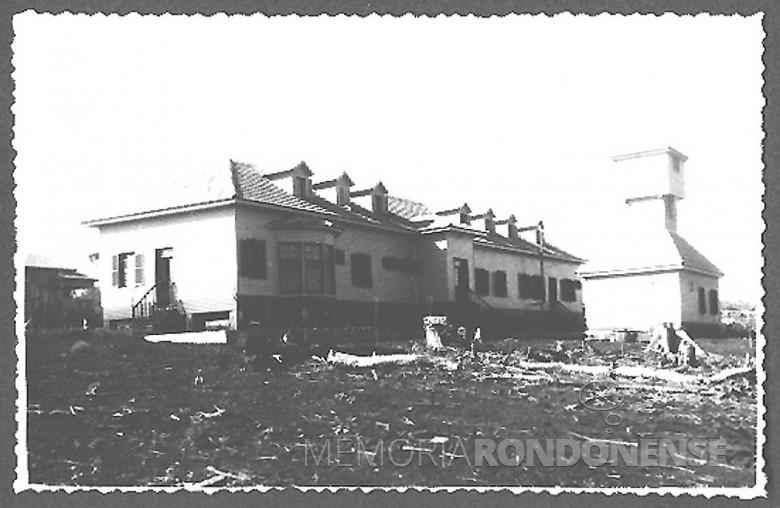 Hospital Filadelfia pronto, visto dos fundos e mais a farmácia, em  1954.