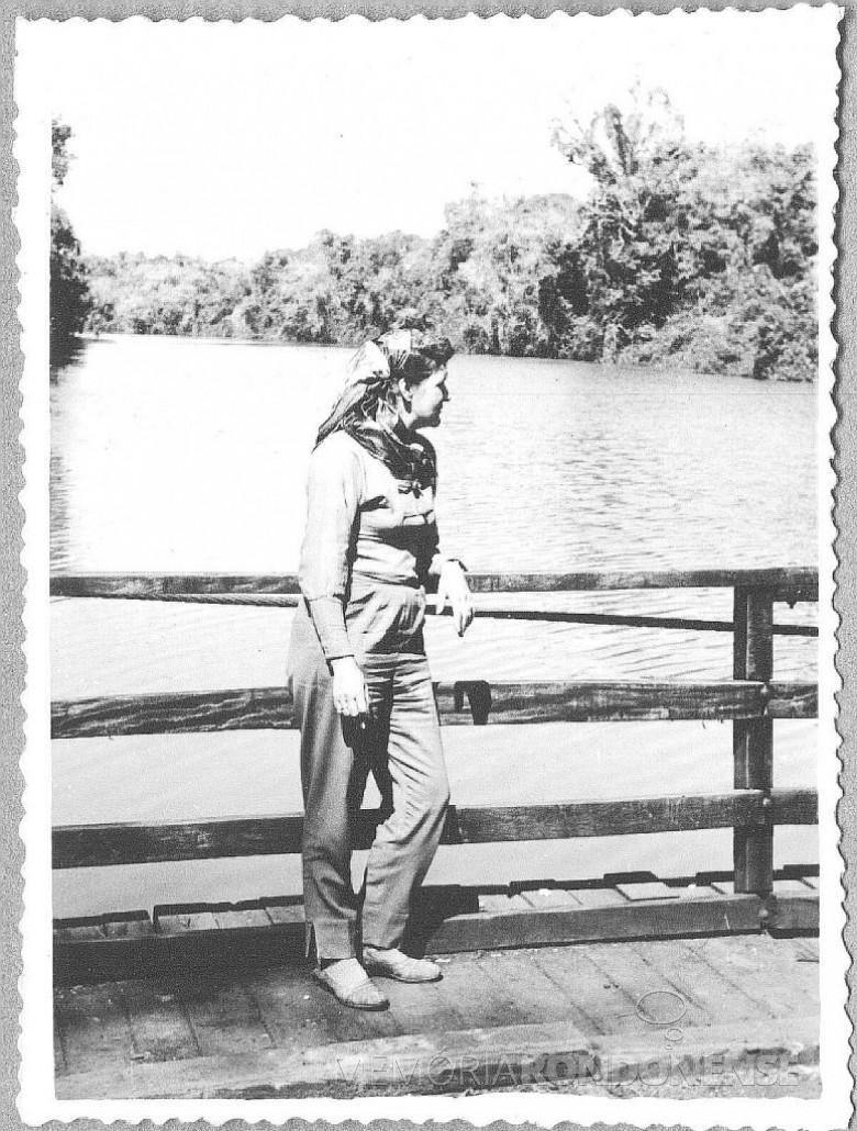 D. Ingrun na balsa   travessia do Rio São Francisco, a caminho de Santa Helena.