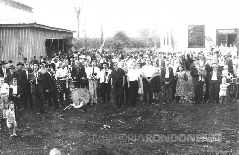 Outra vista da inauguração do primeiro pavilhão de festas da Comunidade Evangélica Martin Luther, em 1954.