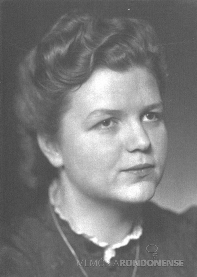 D.  Ingrun, noiva do Dr. Seyboth (Friedrich Rupprecht ), em  1939.