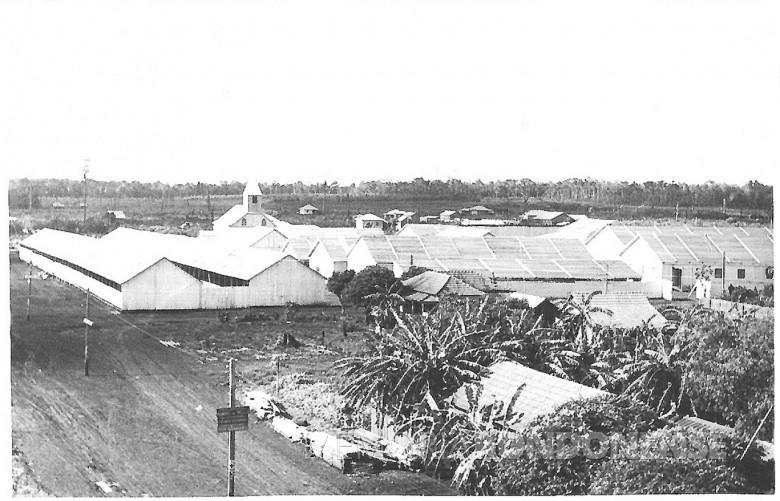Vista dos pavilhões   da 1ª Exposição Agropecuária de General Rondon,  na época pertencente ao município de Toledo, em 1958.