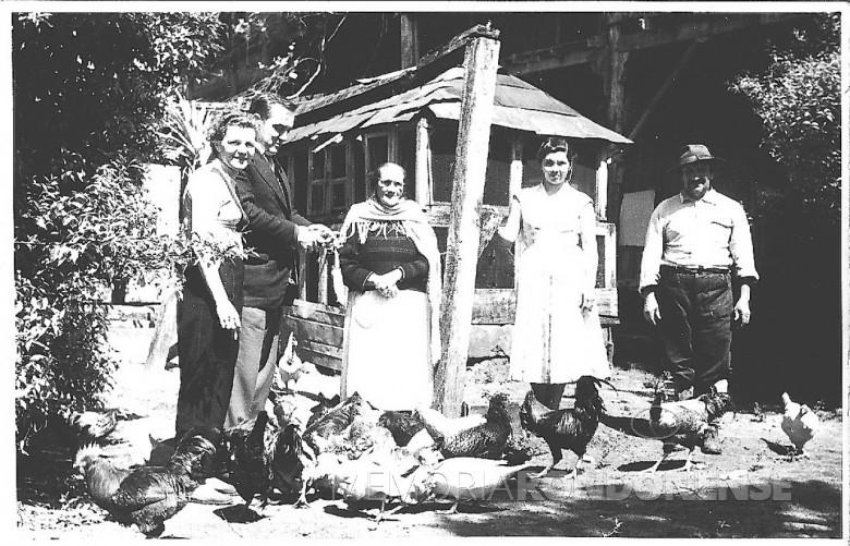 D. Ingrun, Dr. Seyboth, senhora Cristaforia Sara de Santa Cruz Allica (de xale), sobrinha e funcionário.