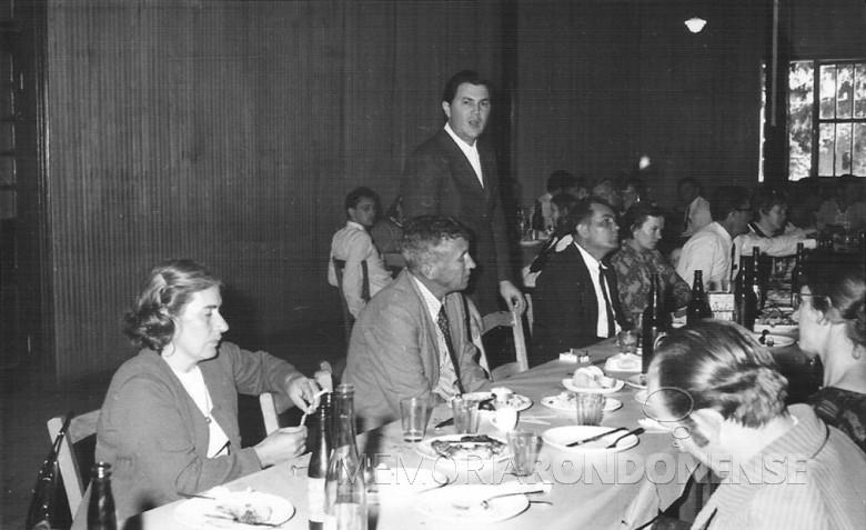 Dealmo Poersch e esposa; Berdinand Spitzer e esposa. 1975.