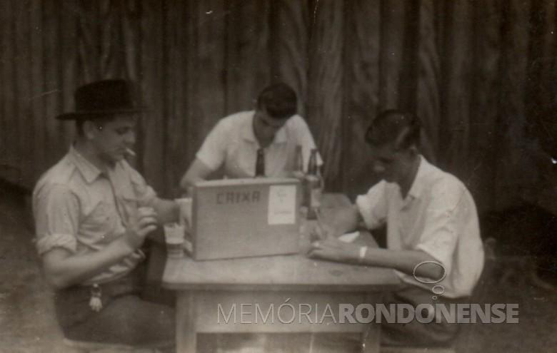 Funcionários da Maripa na então vila de General Rondon.  Da esquerda a direita: Alzido Schroeder, Alfredo Bausewein e Erich Ritscher.