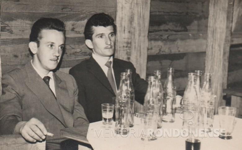 Os pioneiros Fredi ... e Alfredo Bausewein (d), em baile de Rainha e Princesas, na cidade de Palotina.