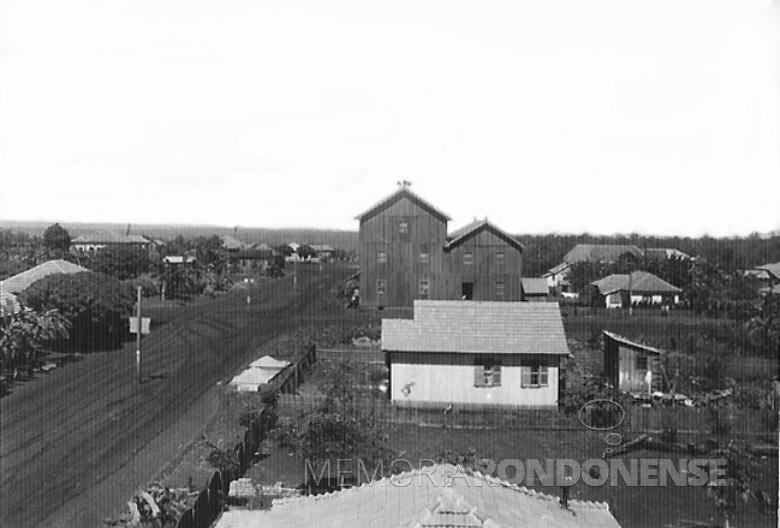 Primeiras moradias de General Rondon, em 1957. Ao fundo, o extinto Moinho Henke, na esquina das ruas Santa Catarina e Colombo.